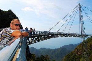 أجمل الجزر الماليزية جمالاً وطبيعة Langkawri-skybridge-
